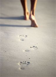 footsteps-in-the-sand